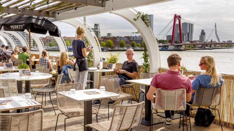 Overtoerisme en werkgelegenheid voor de toeristische werknemer: gevolgen voor de arbeidsmarkten
